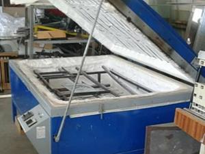 Glass bending furnace