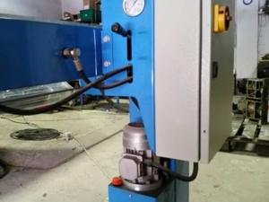 Baretta 1Kg butilozó gép hőszigetelt üveggyártáshoz
